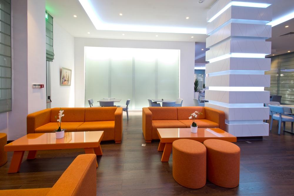 Zypern Agia Napa Nestor Hotel Sitzecke in der Bar