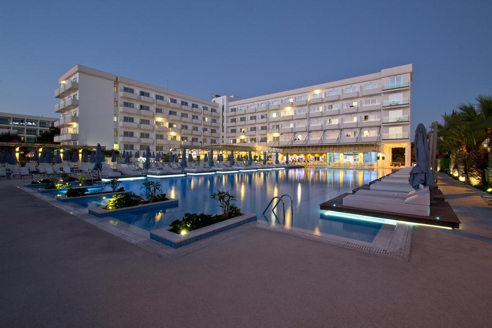 Zypern Agia Napa Nestor Hotel bei Nacht